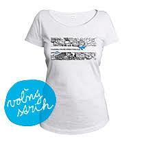 Bavlnené svetlo sivé tričko s krátkymi rukávmi pre dievčatá s potlačou mrakodrapov z výšky ktoré rozdelujé nápis V hlbokej doline srnka vodu pije z bavlny