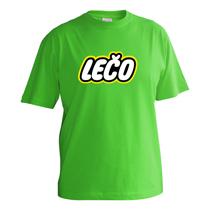 Veselé zelené tričko s krátkymi rukávmi pre chlapcov s nápisom Lečo napodobujúce logo výrobcu hračiek Lego z bavlny